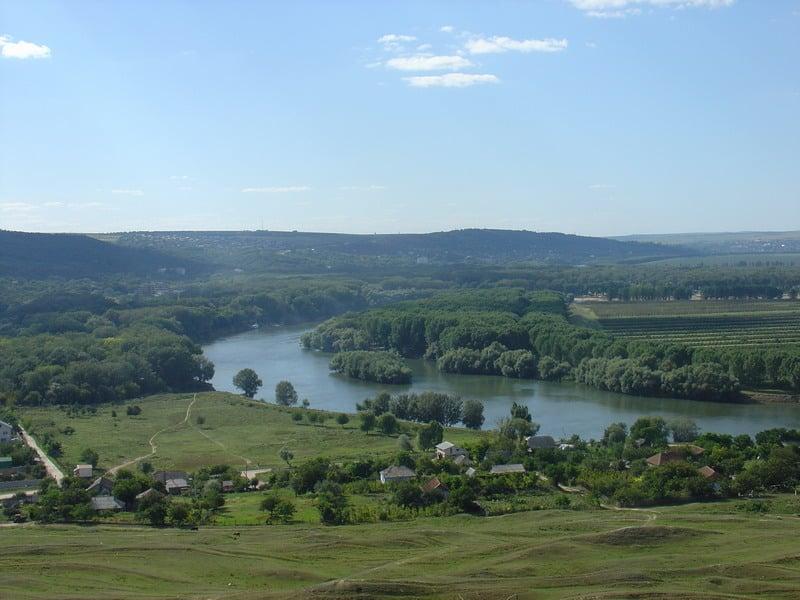 Paysage moldave avec le fleuve Nistru ou Dniestr